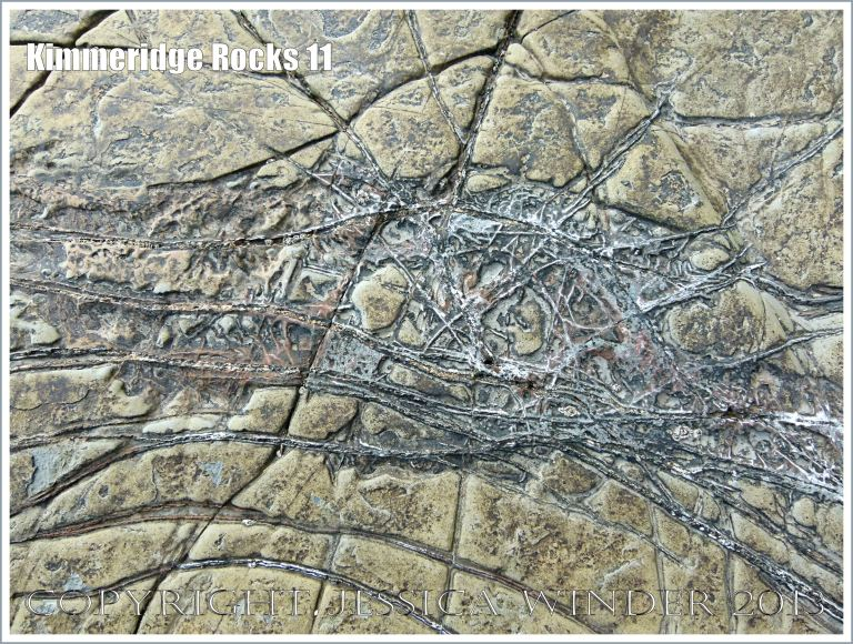 Natural patterns in a rock pavement