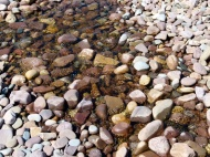 Diles Lake flowing through thick bank of pebbles