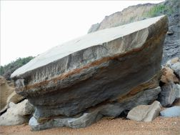 Stratification in a beach boulder