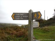 Signpost down to Pwll Du Bay