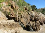 Dolerite dyke in Icart Gneiss cliffs at Moulin Huet Bay