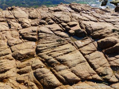 Cobo Granite with fracture patterns