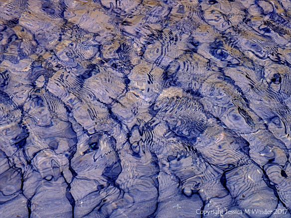 Natural patterns in rippled water