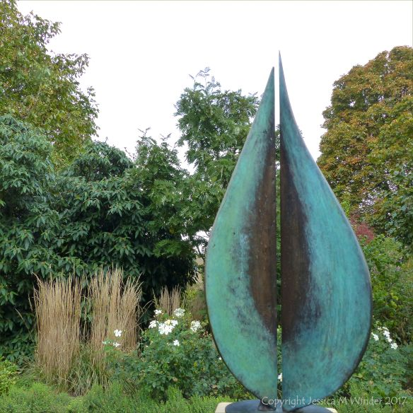 """Seeds"" sculpture by Geoff Jeal at Kew Gardens"