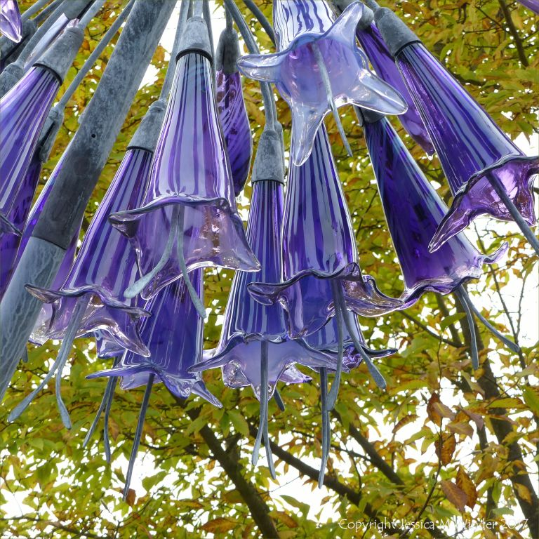 """""""Agapanthus"""" sculpture by Jenny Pickford at Kew Gardens"""