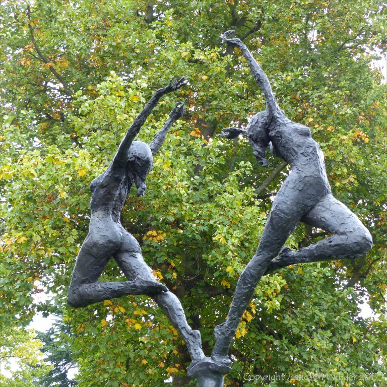 """Sunrise"" bronze sculpture by David Williams-Ellis at Kew Gardens"