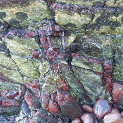 Close-up image serpentine rock (bastite serpentinite?)