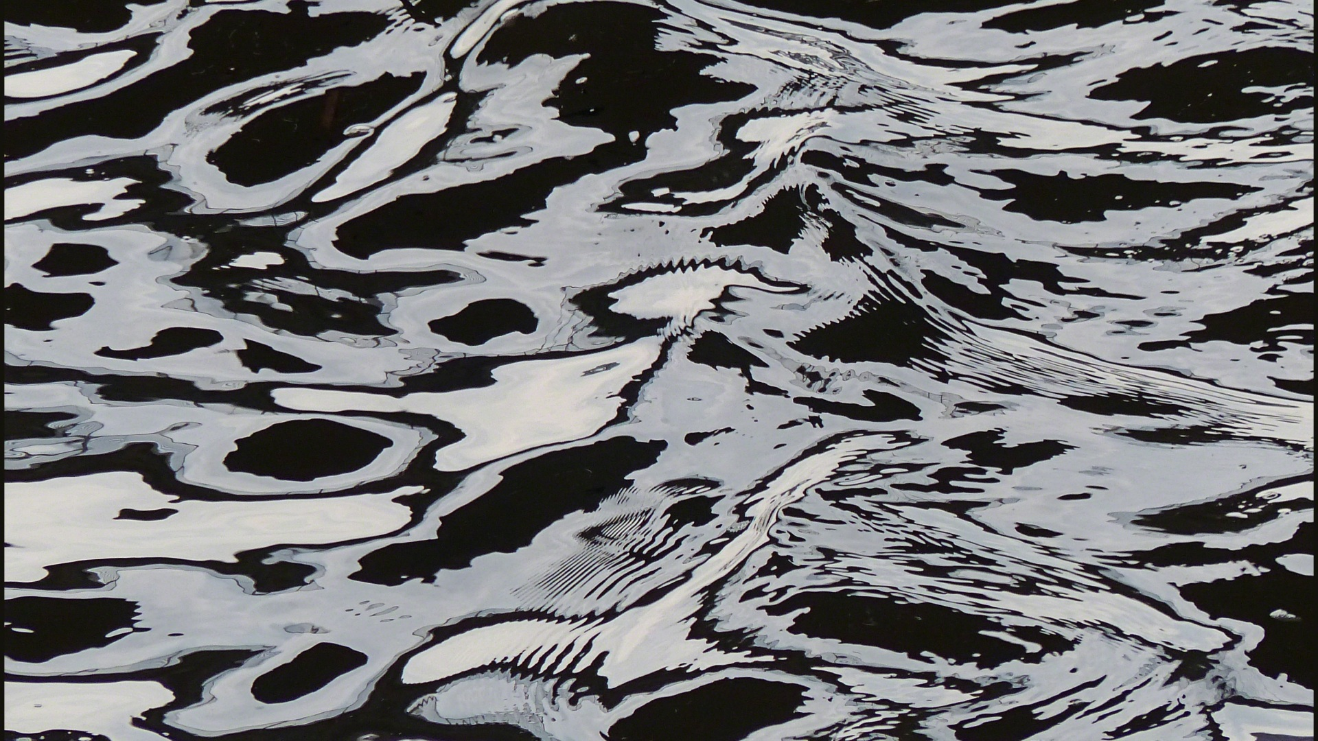 Natural patterns on flowing water