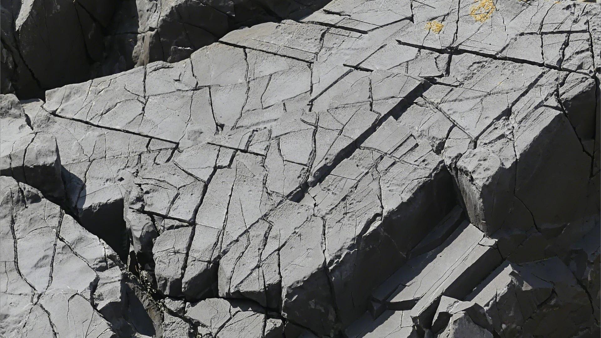 Erosion patterns on sedimentary rocks