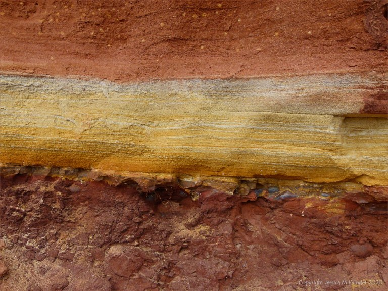 Red and yellow pattern in red rocks