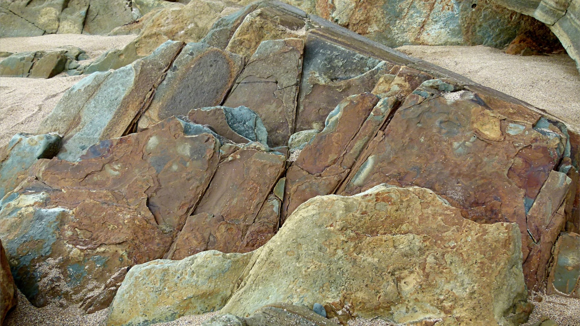 Natural patterns in rocks